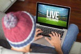Maily, nákupy i sledování sportu v práci. Podívejte se, jak Češi používali internet v roce 2017