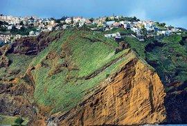 Madeiru vyzdvihly nad mořskou hladinu sopečné síly. Proto tu najdete krajinu plnou strmých útesů a hlubokých říčních kaňonů.