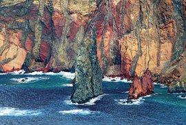 Pustá skaliska v okolí východního mysu São Lourenço připomínají měsíční krajinu.
