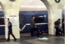 Souprava metra poničená výbuchem ve stanici Technologický Institut petrohradského metra