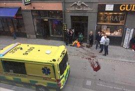 Kamion vjel do lidí v centru Stockholmu