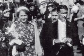 Svatební fotografie Jiřího Havelky a Sylvy Dobré (Havelkové) z 20. června 1938. Tehdy novomanžel ještě netušil, jak velkou zkouškou bude muset jeho manželství projít.