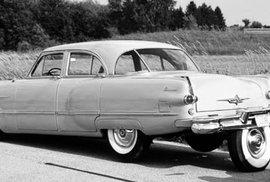 Skutečné páté kolo u vozu. Reklama z 50. let ukazuje bizarní vynález usnadňující parkování
