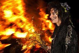 Pálení čarodějnic: Nesmyslný obřad, ke kterému Brusel mlčí!