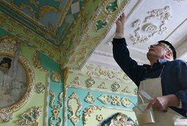 Neuvěřitelná proměna: Důchodce přetvořil šedivý panelák na barokní zámek