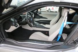 Půl roku budou policisté na jižní Moravě testovat na dálnicích a silnicích první třídy sportovní BMW i8. Dokáže jet rychlostí téměř 300 km/hod.