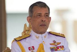 Thajský král zbavil svou konkubínu titulu a hodnosti, v minulosti jmenoval svého…