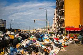 Lesk a bída Neapole: Krásné město plné památek nebo jen špinavá stoka pod Vesuvem?