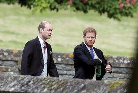 Princové William a Harry na svatbě sestry vévodkyně Kate.