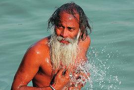 Řeka Ganga je srdcem Indie i hinduismu.
