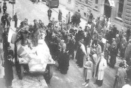Pražské povstání: Květen 1945 znamenal konec okupace a zároveň začátek okupace nové a o…