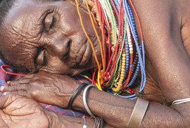 El Molové, nejmenší africký kmen, který poznáte podle nejkřivějších nohou na světě