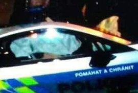 K nehodě policejního superfára došlo v noci na úterý. Zničený je předek vozu a vystřelily i airbagy.