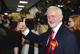 Jeremy Corbyn. Lídr opozičních labouristů, velký příznivec extrémní levice. Vede stranu, která je v drtivé většině proti brexitu, ale sám jasné slovo neřekl. Evropskou unii má totiž za spolek pravičáků a kapitalistů.