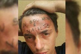 """Tatér chytil zloděje při činu. Vytetoval mu na čelo nápis """"jsem zloděj a nula"""", nyní je obviněn z mučení"""