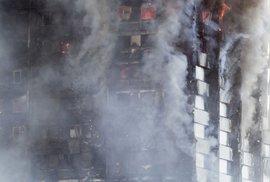 Masivní požár obytného domu v Londýně.