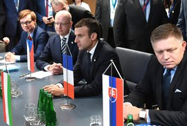 Macron chce oživit vztahy s východní Evropou. Setká se i s Ficem a Sobotkou