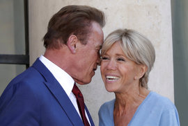 Schwarzenegger s Macronem v humorném selfie videu slibovali ochránit klima.
