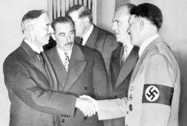 Chamberlain a Hitler při podpisu Mnichovské dohody