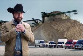 Auto pro opravdové drsňáky? Chuck Norris v reklamě likviduje padouchy pomocí obyčejné dodávky