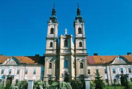 Slovenská obec Jasov vás okouzlí nádhernou jeskyní a starobylým klášterem
