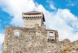 Středověcí strážci severní Itálie. To jsou hrady San Michele, Caldes, Valer a Thun