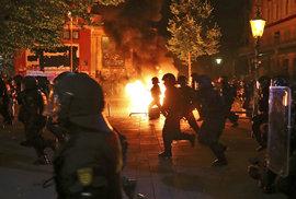 Demonstranti se připravovali ve výcvikovém táboře: Trénovali, jak zaujmout média i jak nespolupracovat s policií