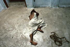 Děti k pronájmu: Zrůdný průmysl indických sirotčinců vydělává na turistech