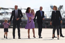 Kate nesla malou Charlotte v náručí.
