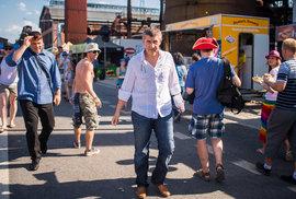 Žaludky českých politiků jsou skutečné plechové a proto se neštítí agitovat úplně všude