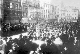 Manifestace během vzniku samostatného Československa roku 1918.