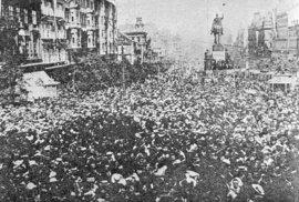 Demonstrace během první světové války na Václavském náměstí, květen 1918.
