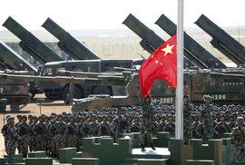 Výdaje na zbrojení ve světě dramaticky rostou, přidávají USA i Čína. Rusko naopak zaostává