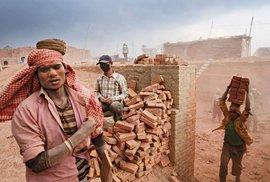 Rudý prach dusí Kirtipur: Nepálské cihelny chrlí miliony cihel na obnovu země
