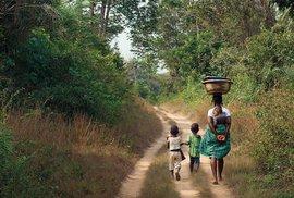 Libérie se staví na nohy: V boji s nemocemi jí pomáhají i Češi