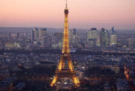 Paříž statečně čelí trvalé hrozbě terorismu, turistů je rekordní počet, ale město se přesto změnilo