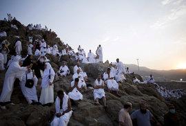 Na pahorek Arafát u Mekky vyrazilo v roce 2017 poprosit za odpuštění hříchů dva miliony muslimů