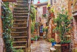 Ulička v Pitiglianu, kterému se přezdívá Malý Jeruzalém.