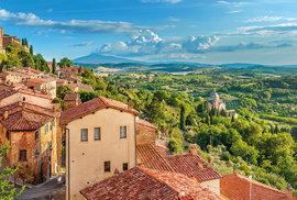 Půvabná toskánská krajina. Pohled z hradeb města Montepulciano na východě Toskánska.