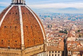 Florencie, kupole dómu Santa Maria del Fiore. Stavba katedrály začala roku 1296.