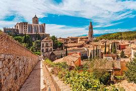 Starobylá Girona, kde se točil seriál Hra o trůny. Můžete se tu vydat na prohlídku všech míst, kam zavítali filmaři.