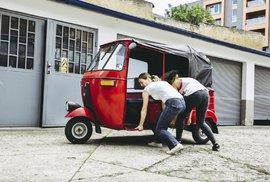 Pět Češek v tuktuku na cestě Jižní Amerikou – zvládnou náročnou cestu, opravy vozítek a…