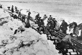 Stalinova železnice smrti: Chátrající trať, kde při stavbě zemřely tisíce lidí
