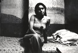 Unikátní historické fotografie prostitutek v muslimském Íránu, dnes by tyto ženy režim popravil