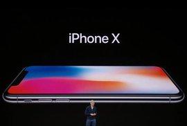 Tři nové iPhony i hodinky, ze kterých si zavoláte. Apple odhalil netrpělivě očekávané novinky