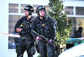 Britská policie zadržela kvůli útoku v metru už dva muže