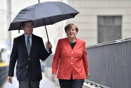 Podle odhadů vyhrála volby v Německu Merkelová. Má ale méně hlasů, než se čekalo