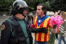 Situace v Katalánsku během neoficiálního referenda vygradovala