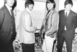 Beatles vydává svůj první megahit Love Me Do.