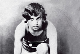 Olympijskou vítězkou byla iStanisława Walasiewiczová. Vroce 1980 se stala vUSA obětí loupežného přepadení. Při následné pitvě uní byly zjištěny jak ženské, tak mužské pohlavní orgány.